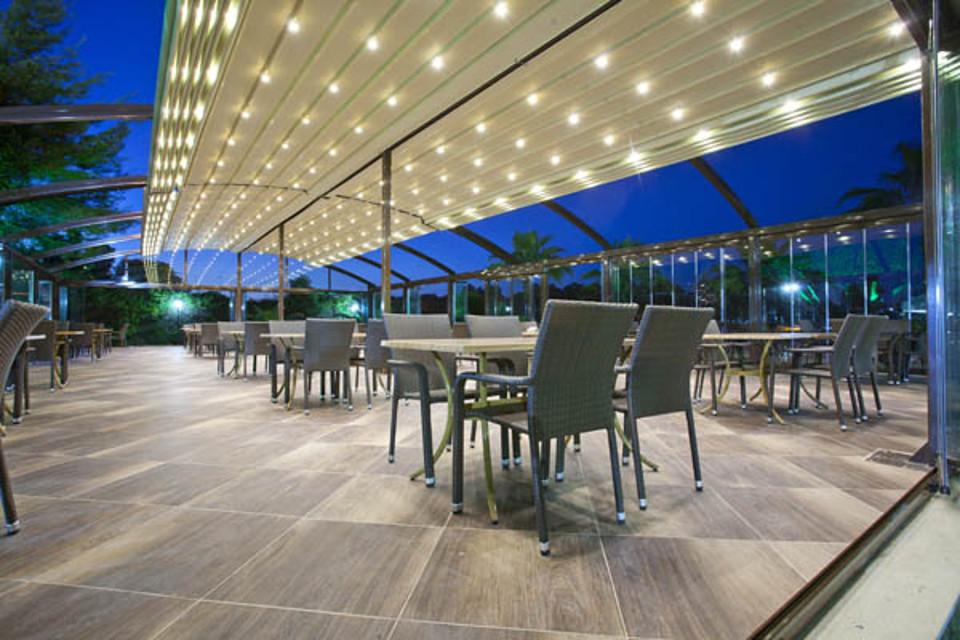 スカイカバー「デュオカーヴ」、大型アーチ屋根、開閉式パーゴラテント、全自動可動式テント、ヨーロッパデザイン、耐久性の